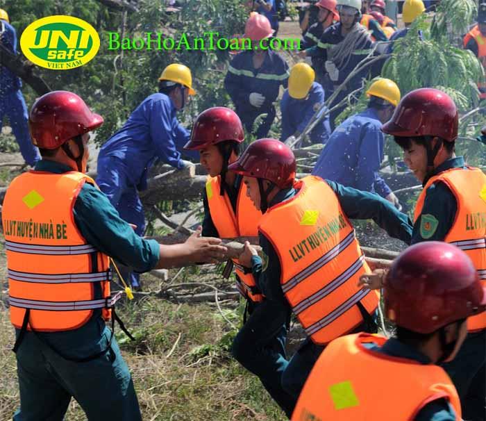 trang bị bảo hộ lao động cho mùa mưa bão